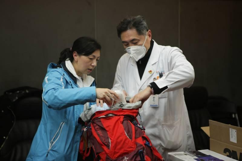 Wuhan Hotels Offer Free Lodging To Outbreak Medical Workers
