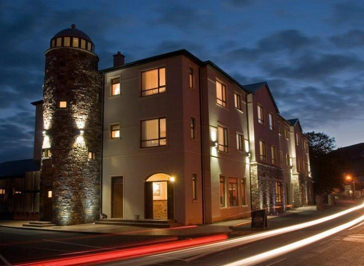 Donegal hotel blasted for renting rooms for €2 to allow patrons drink indoors