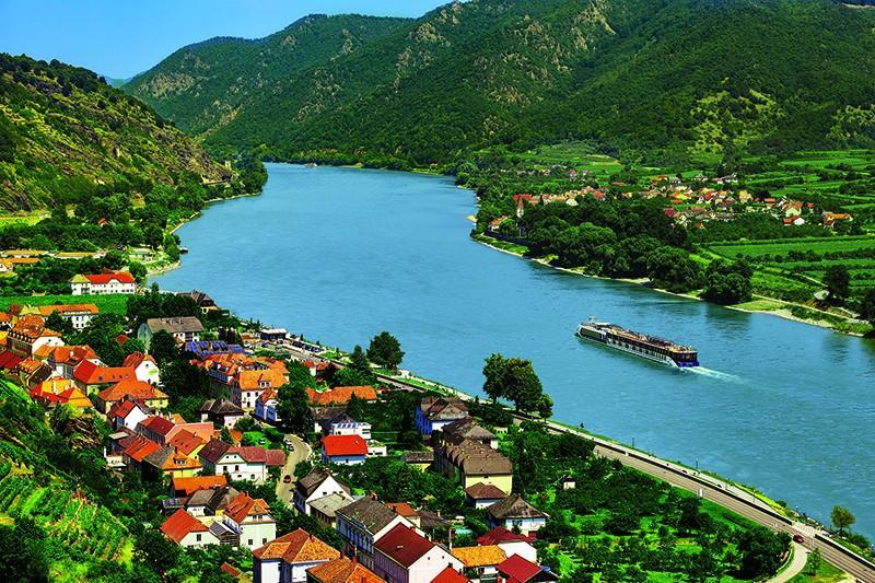 AmaWaterways Announces Wine Hosts for 2021 River Cruises