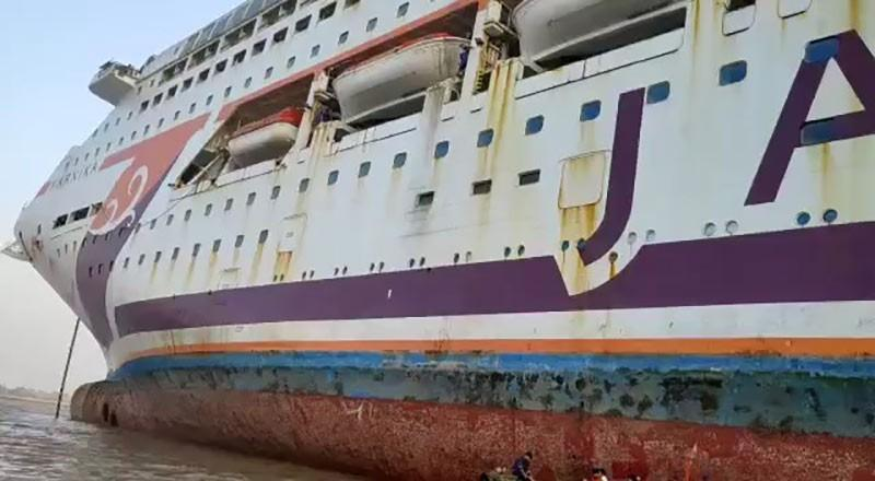The Alang Fleet: These Five Ships Will Be Scrapped in India