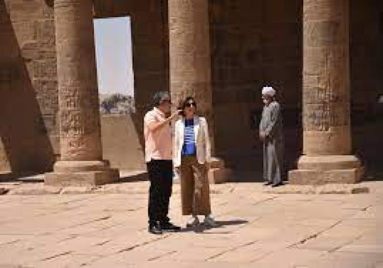 Egyptian Vice Minister of Tourism and Antiquities for Tourism Affairs scrutinizes follows up on vaccination of tourism workers