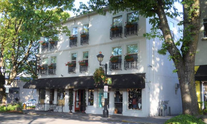 Crystal Investment Property Brokers the Sale of Camas Hotel