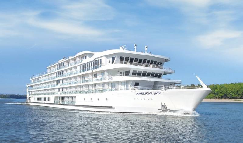American Cruise Lines Riverboat Stuck on Sandbar; No Injuries or Damage Reported