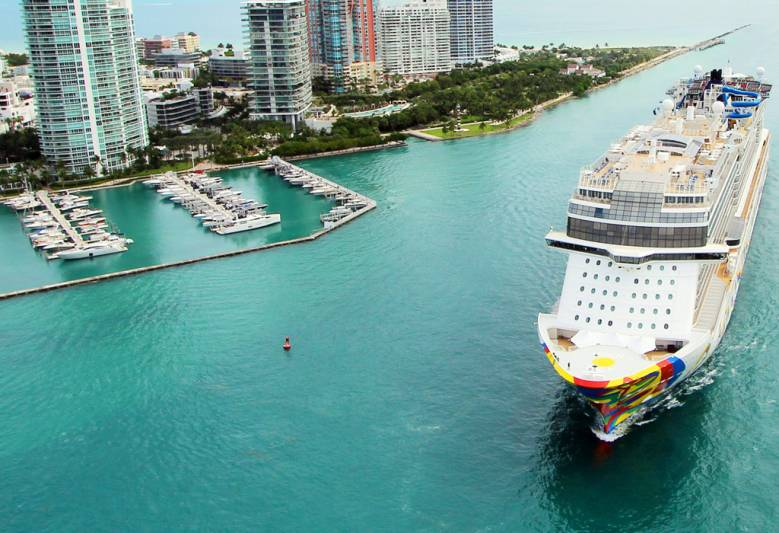 Norwegian Cruise Line Holdings Sues Florida Over Vaccine Requirements