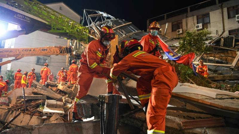 Search ends in Chinese hotel collapse that killed 17 people