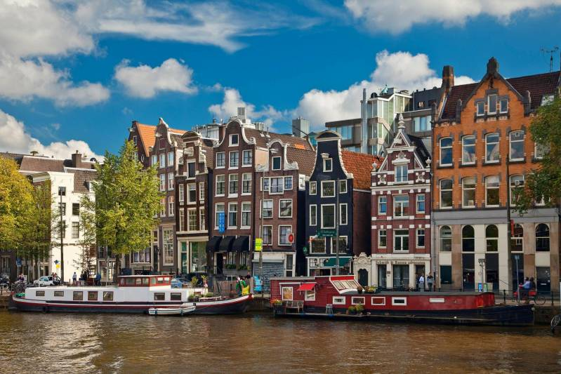 Travel having a romantic holiday in Amsterdam