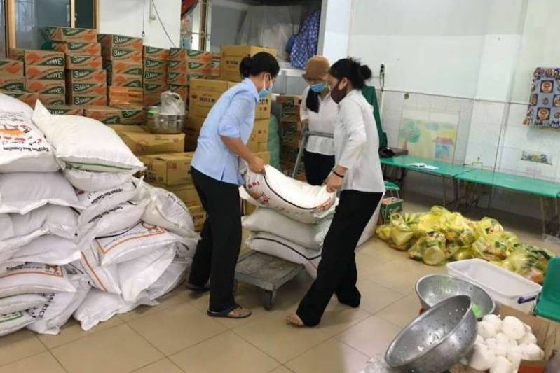 Vietnam bans travel to contain Covid-19 surge
