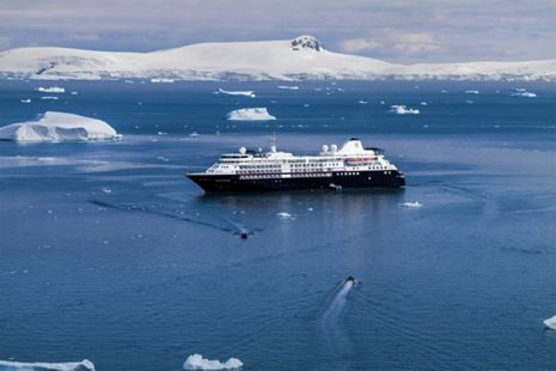 Silversea Cruises christens Silver Moon in Greece