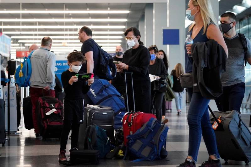 Flight delays grow as air travel hits another pandemic high