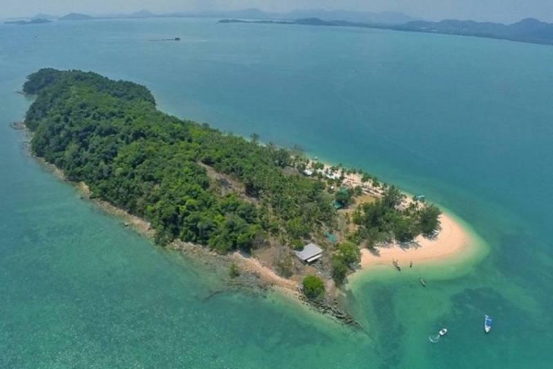 Puri Hiranprueck (ภูริ หิรัญพฤกษ์) Promotes Family's Private Island Near Phuket